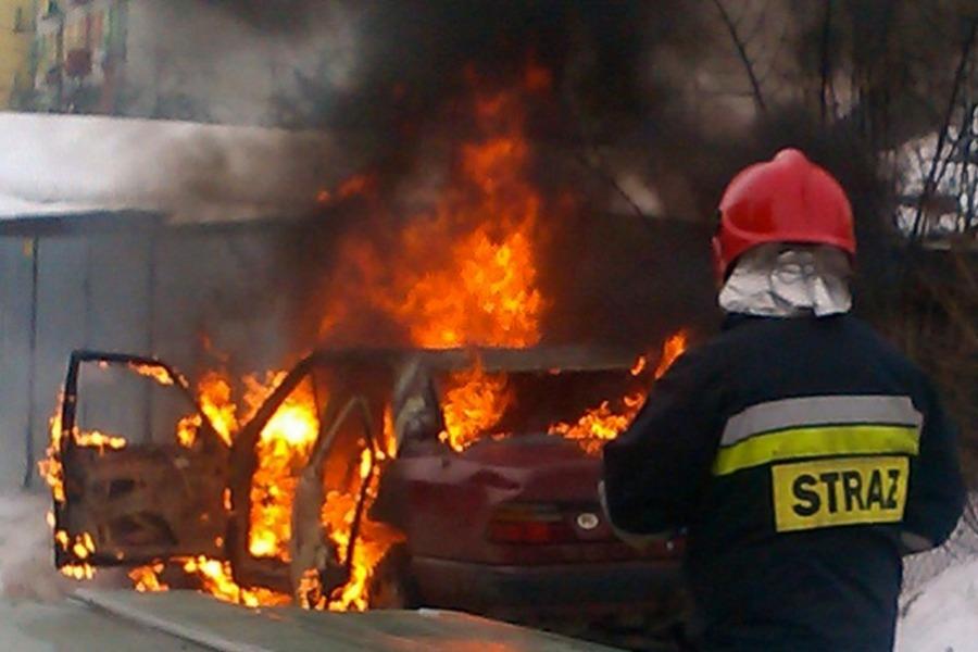 Na Budziszyńskiej spłonął samochód.