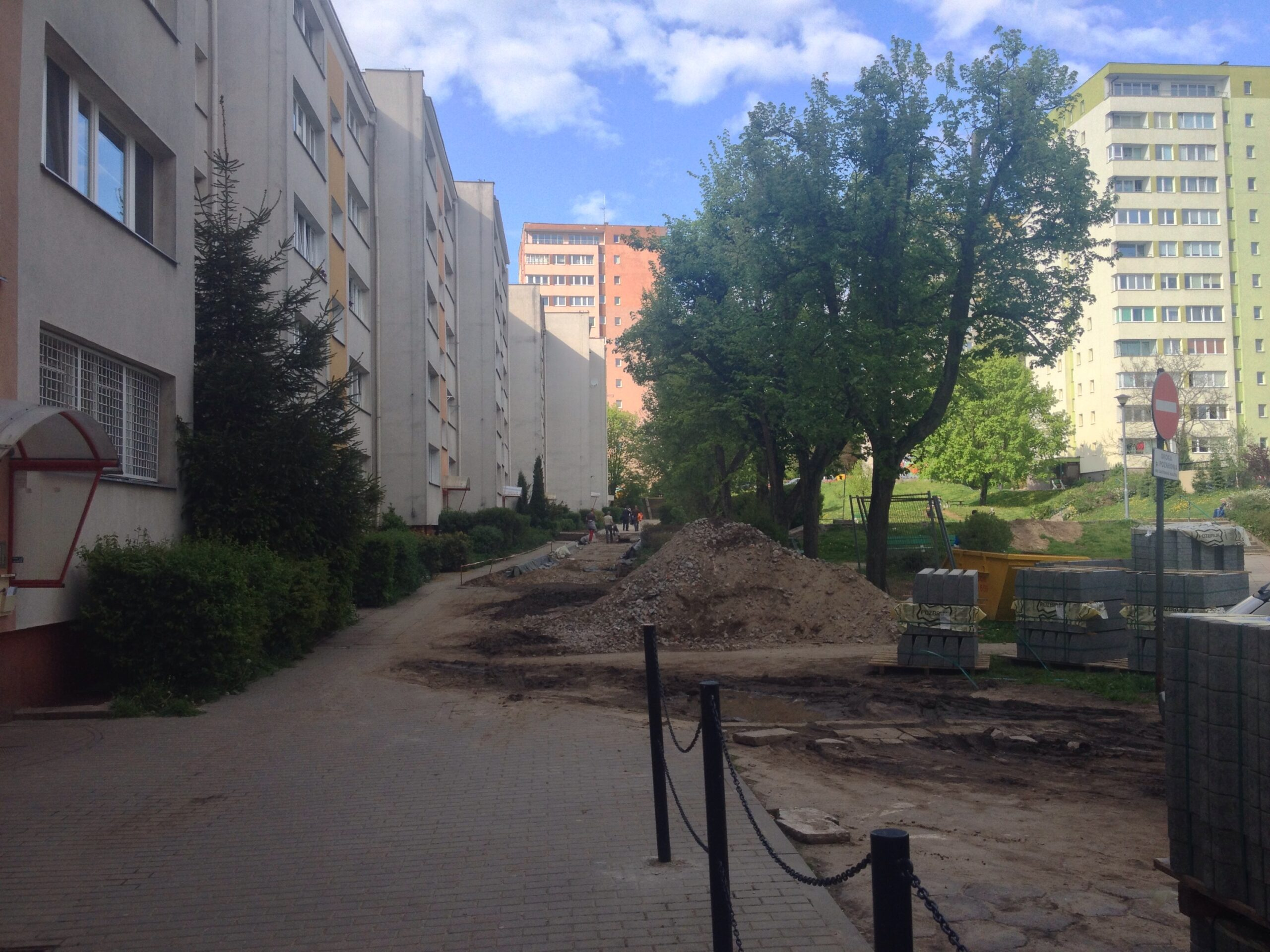 Przebudowa chodnika przy ul. 9 maja