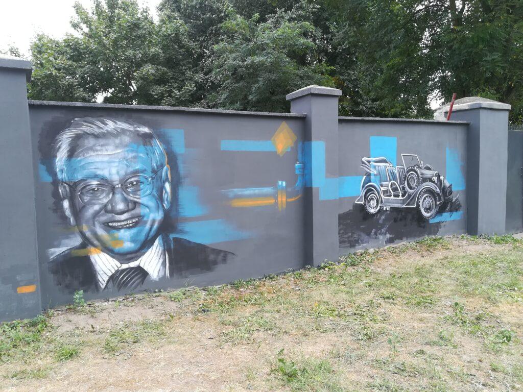 Mural z okazji 100-lecia odzyskania przez Polskę niepodległości i 70. rocznicy powstania Zakładu Gazowniczego