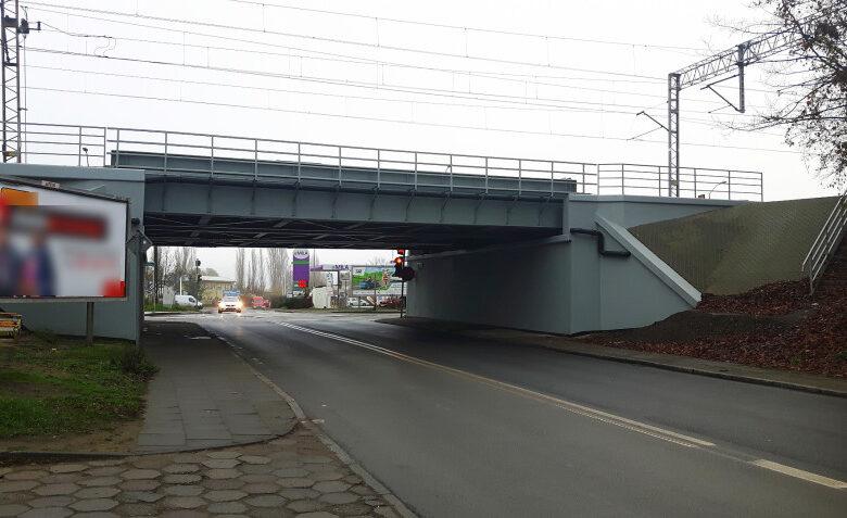 Remont wiaduktu nad ul. Dąbrowskiego wraz z murem oporowym przy Kolumba został zakończony.